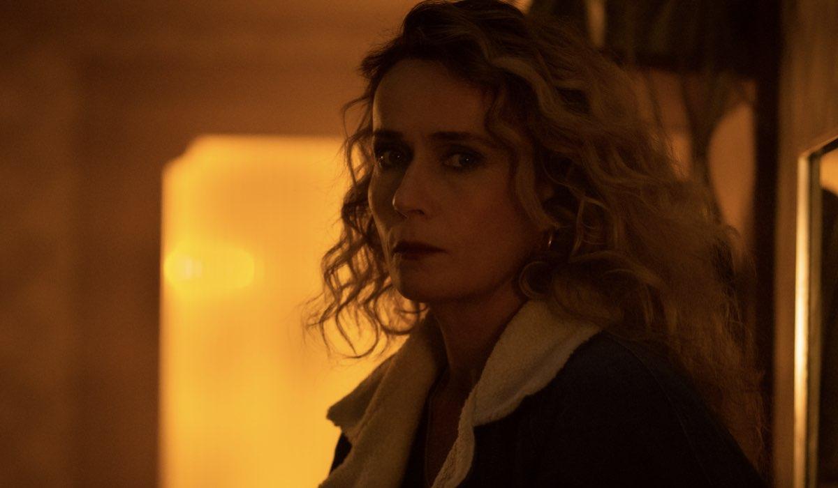 """Lucia Mascino (Gabriella) in una scena di """"Bang Bang Baby"""". Credits: Andrea Pirrello/Prime Video."""