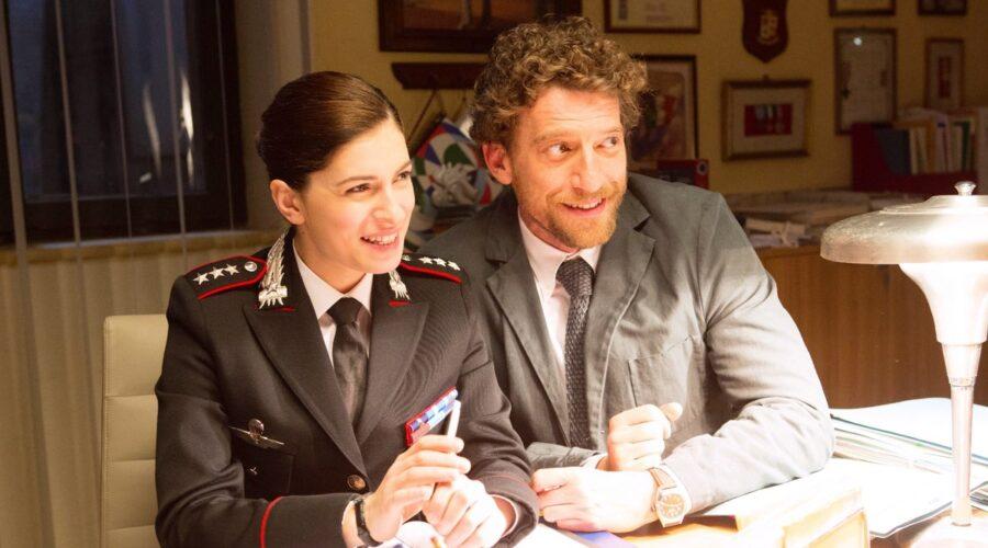 Don Matteo 12 con Maria Chiara Giannetta nel ruolo di Anna e Maurizio Lastrico nei panni di Marco Nardi Credits RAI e Ph. Luisa Cosentino