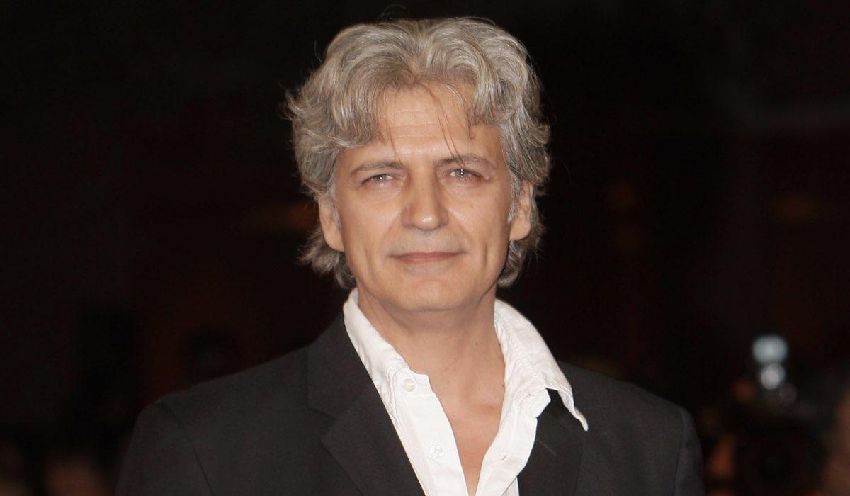 Il Commissario Montalbano Fabrizio Bentivoglio è Giorgio Bonfiglio, qui alla premieri di La giusta distanza nel 2007 Credits Franco Origlia e Getty Images