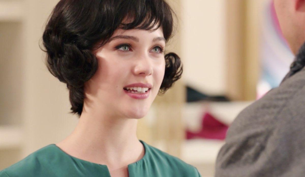 Il Paradiso delle Signore 4 Marina interpretata da Ludovica Coscione parla con Rocco interpretato da Giancarlo Commare nella puntata 88 Credits RAI