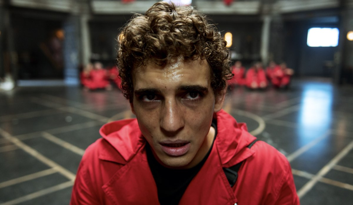 Miguel Herrán nei panni di Rio in una foto de La Casa di Carta 4. Credits Netflix