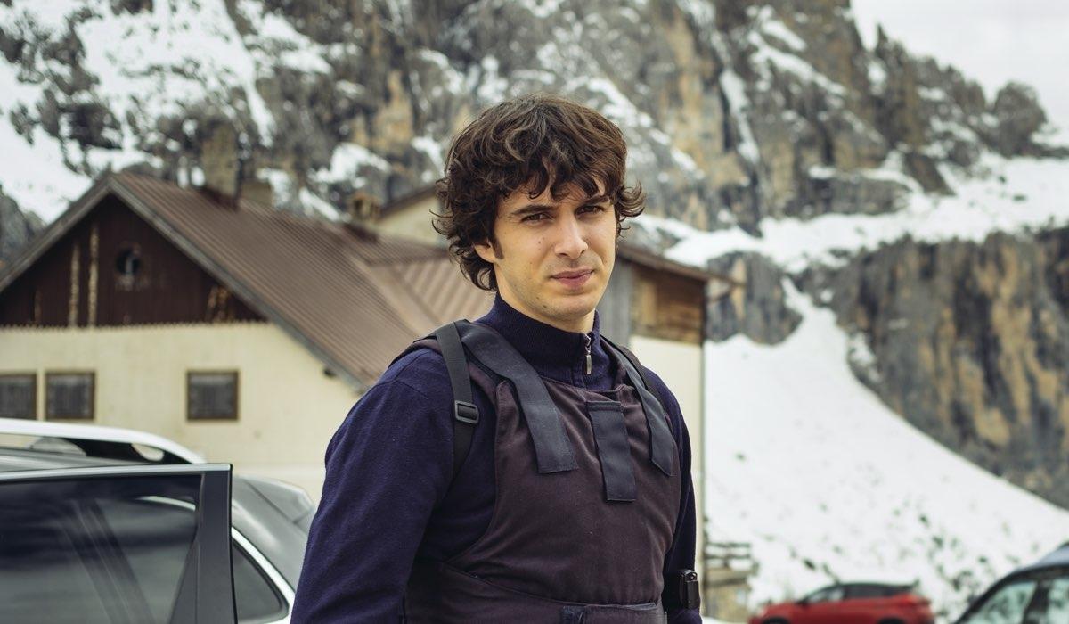 Pierpaolo Spollon è l'agente Polito in Vite in fuga Credits RAI