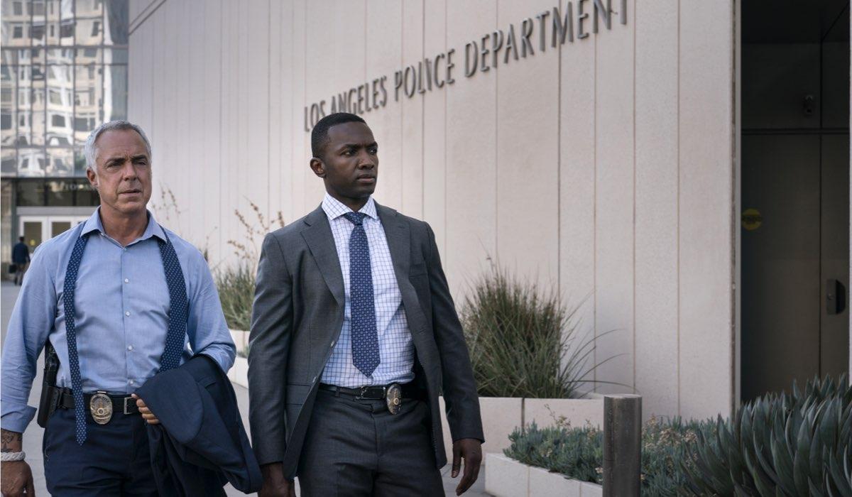 """Da sinistra: Titus Welliver e Jamie Hector in una scena della settima stagione di """"Bosch"""". Credits: Amazon Prime Video."""