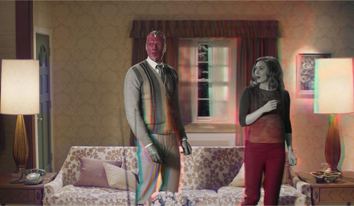 Da sinistra: Paul Bettany e Elizabeth Olsen in WandaVision. Credits: Marvel Studios/Disney+