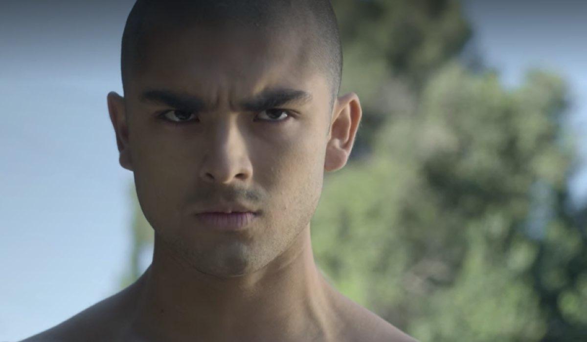 Diego Tinoco nei panni di Cesar Diaz. On My Block 3 stagione. Credits Netflix
