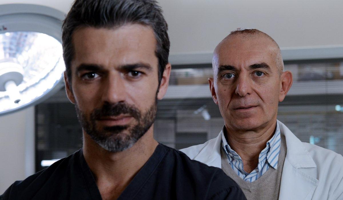 Doc - Nelle tue mani Luca Argentero nei panni di Andrea Fanti e Pierdante Piccioni, il medico che ha davvero perso la memoria Credits RAI