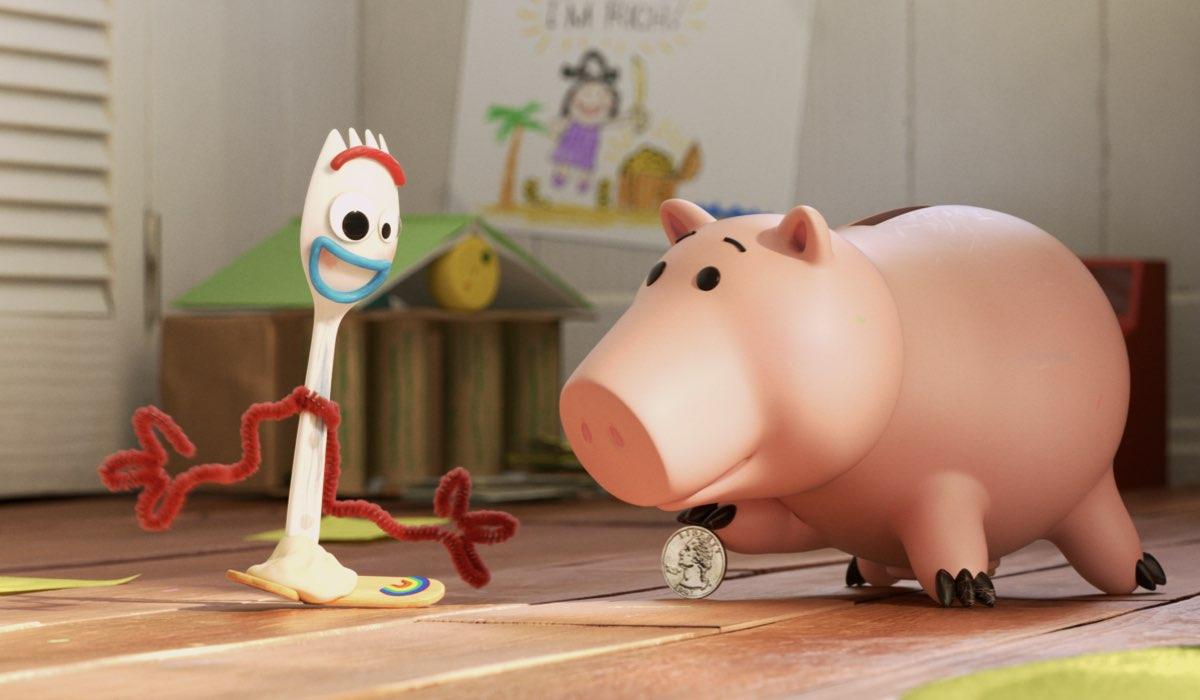 Forky in una scena della serie. Credits Disney Plus