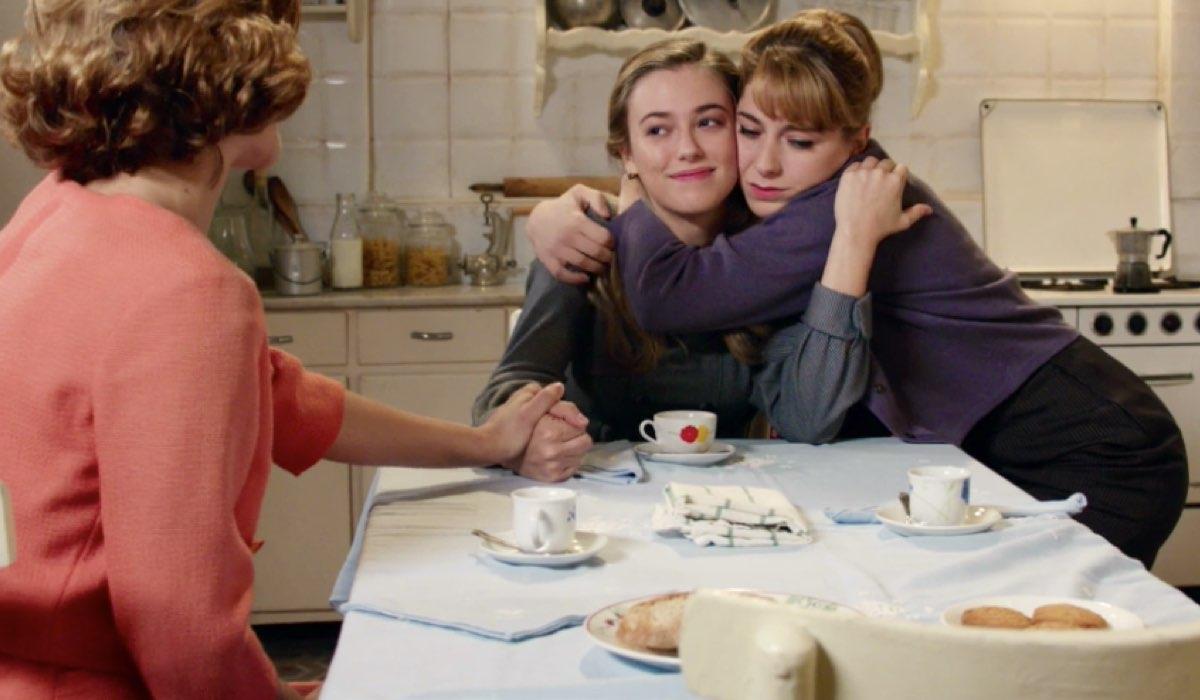 Il Paradiso delle Signore 4 Roberta abbraccia Angela e Gabriella le stringe la mano, qui nella puntata 49 Credits RAI