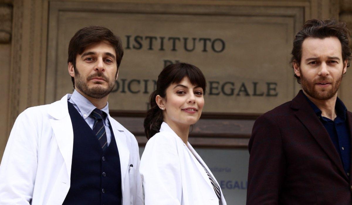 L allieva Claudio Conforti, Alice Allevi e Sergio Einardi interpretati rispettivamente da Lino Guanciale, Alessandra Mastronardi, Giorgio Marchesi Credits RAI