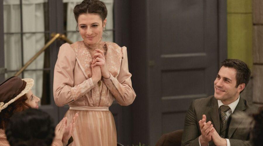Lucia alla sua festa di comopleanno in Una Vita, soap opera Credits Mediaset