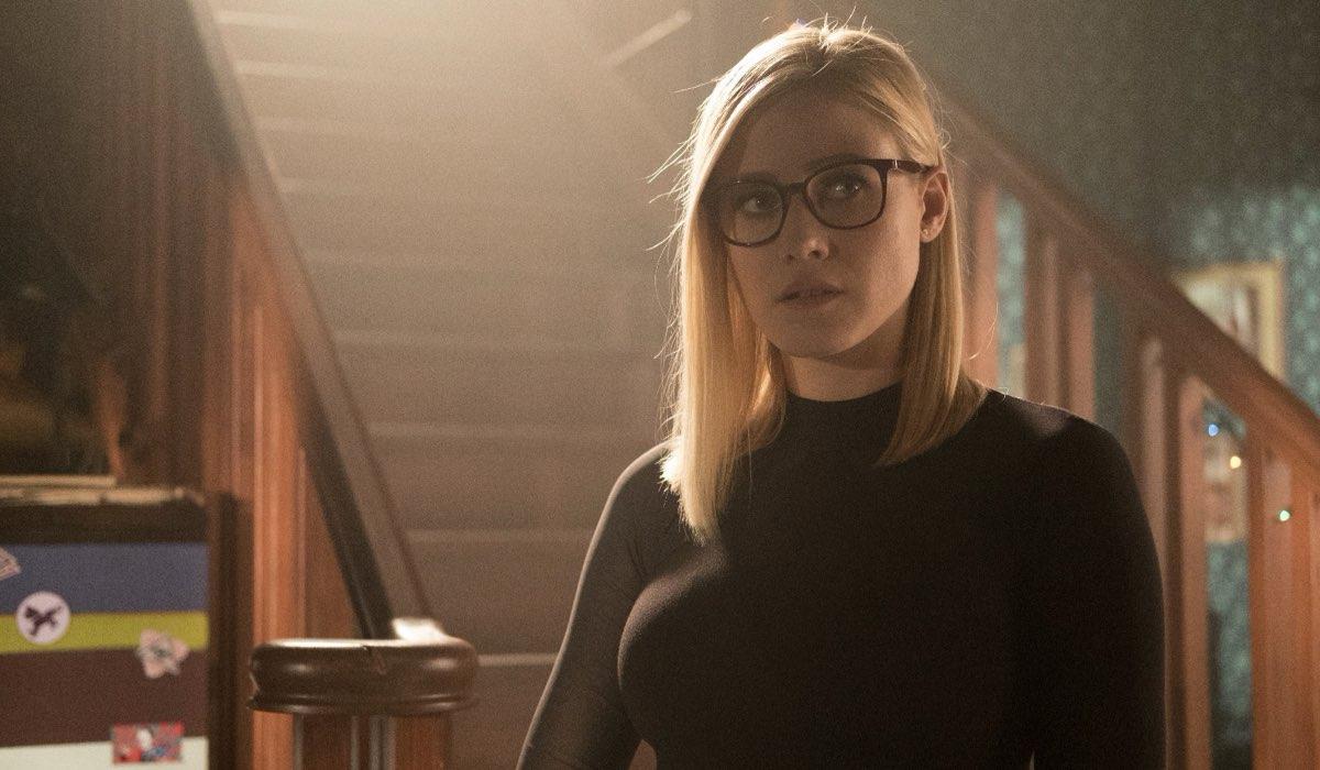 Olivia Taylor Dudley nei panni di Alice Quinn in una scena di The Magicians. Credits Syfy e Timvision
