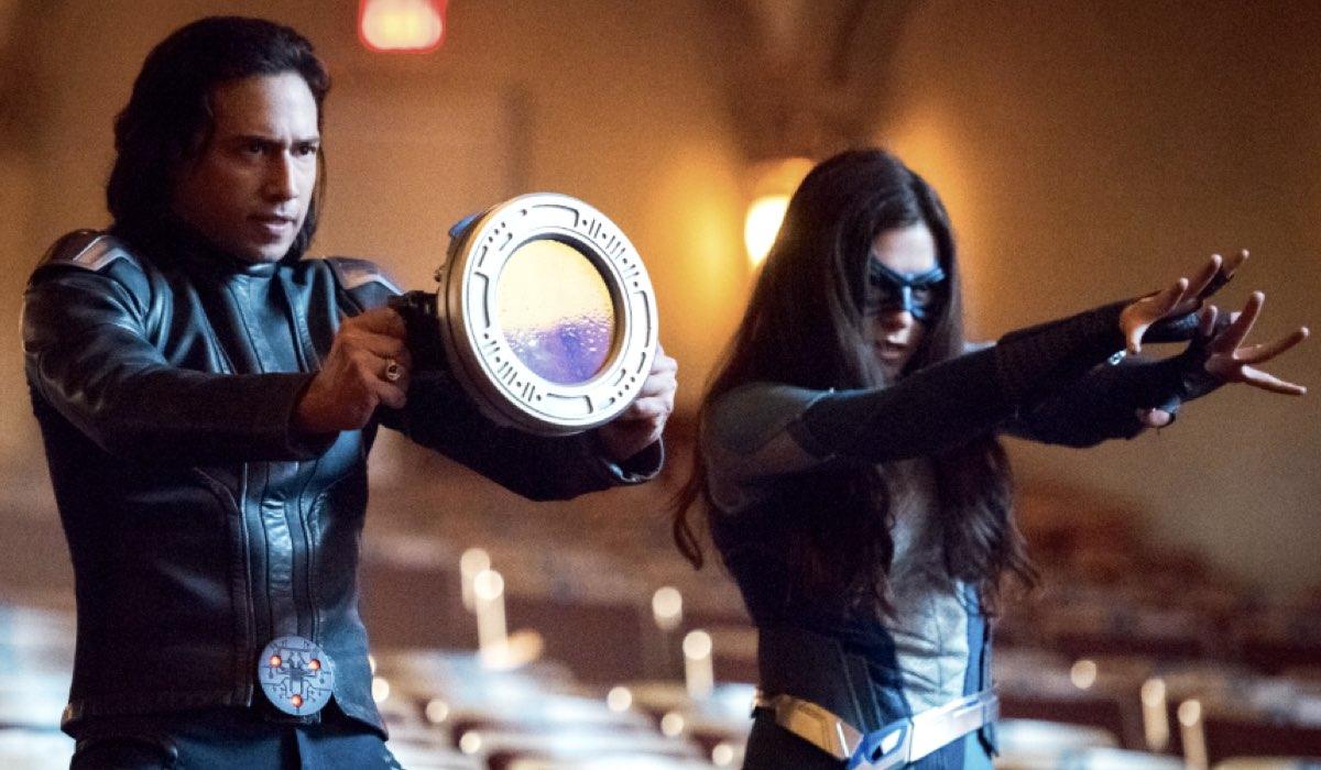 Supergirl 5 JESSE RATH nei panni di BRAINIAC 5 E KATIE MCGRATH nel ruolo di Lena nella prima puntata della stagione Credits The CW e Mediaset