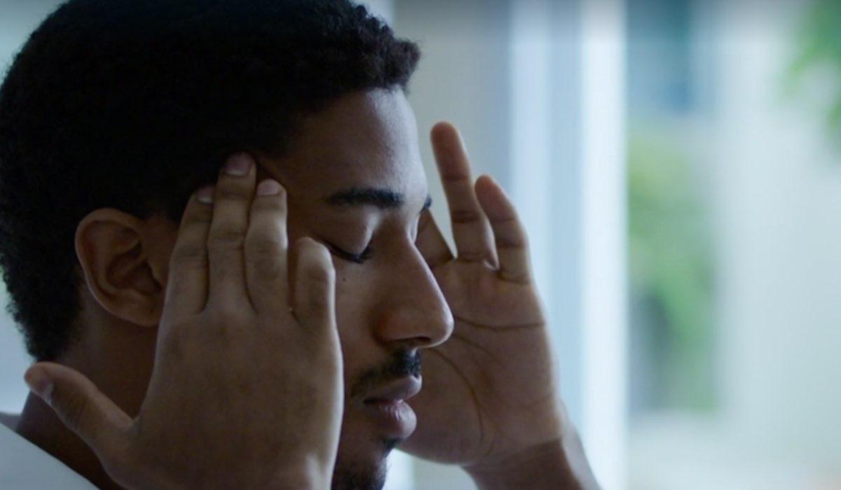 Alberto Malanchino è Gabriel Kidane nella fiction Doc- Nelle tue mani, qui nell episodio 8 Credits Rai