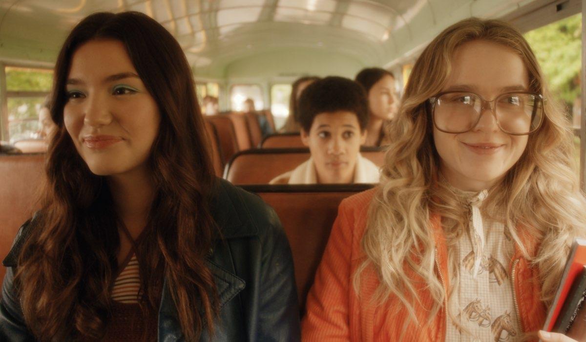 Ali Skovbye e Roan Curtis sono le giovani Tully e Kate in Vola Via. Credits: Netflix.