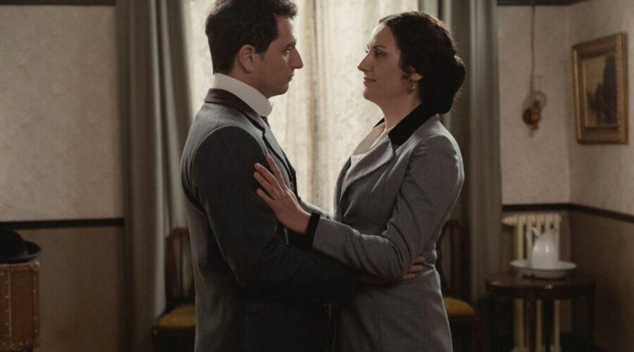Antonito e Lolita in Una Vita soap opera Credits Mediaset