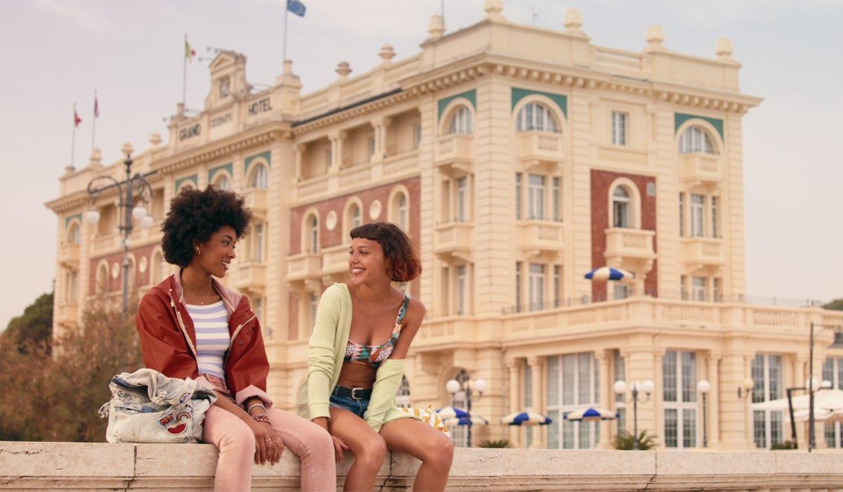 Coco Rebecca Edogamhe e Amanda Campana in Summertime. Credits Netflix
