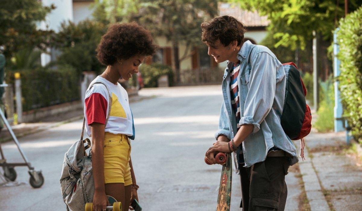 Da sinistra Coco Rebecca Edogamhe e Giovanni Maini in Summertime. Credits Netflix