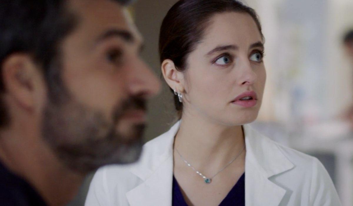 Doc - Nelle tue mani Andrea Fanti e Giulia Giordano interpretati rispettivamente da Luca Argentero e Matilde Gioli nel settimo episodio intitolato Like Credits RAI