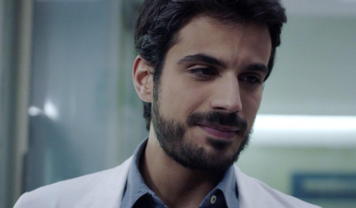 Doc - Nelle tue mani Gianmarco Saurino nel ruolo di Lorenzo Lazzarini nell episodio 7 intitolato Like Credits RAI