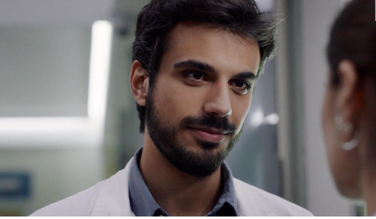 Doc - Nelle tue mani Lorenzo interpretato da Gianmarco Saurino, qui nell'episodio 7 intitolato Like Credits RAI