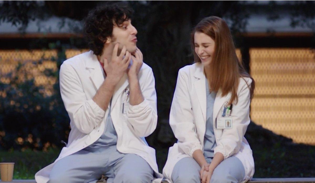 Doc - Nelle tue mani Riccardo e Alba interpretati da Pierpaolo Spollon e Silvia Mazzieri nel settimo episodio intitolato Like Credits RAI
