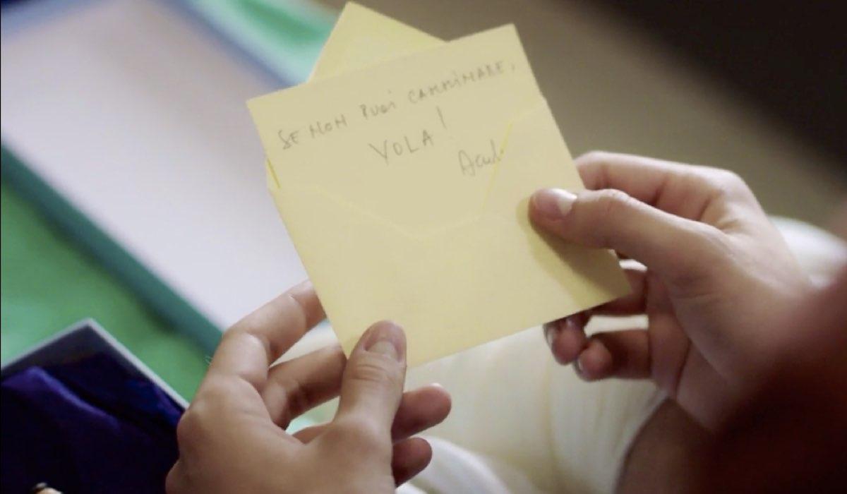 Doc - Nelle tue mani il biglietto di Andrea per Riccardo (Rick) nell episodio 6 Come eravamo Credits RAI