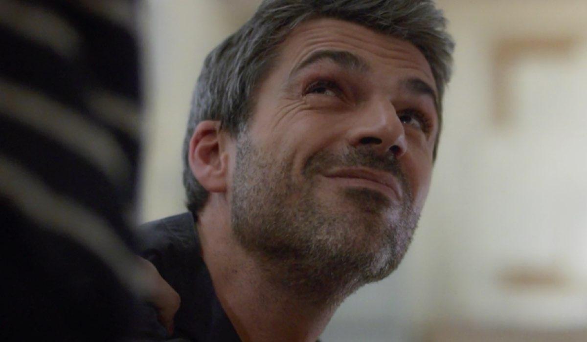 Doc - Nelle tue mani il gesto di affetto di Riccardo nei confronti di Doc nell episodio 6 Come eravamo Credits RAI