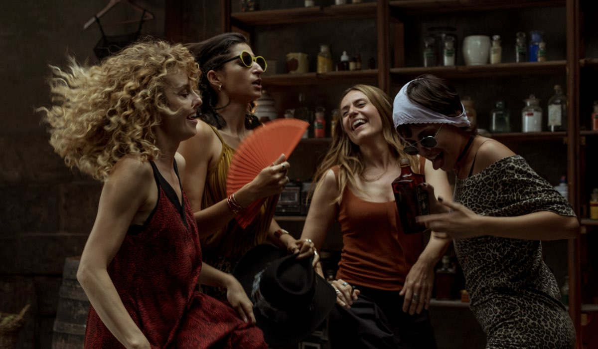 Esther Acebo, Alab Flores, Itziar Ituño e Úrsula Corberó sono Stoccolma, Nairobi, Lisbona e Tokyo. Credits Netflix