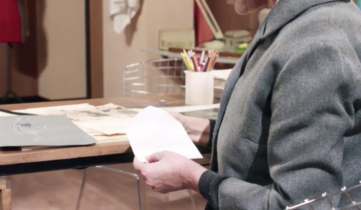 Il Paradiso delle Signore 4 Agnese Amato interpretata da Antonella Attili mentre legge la lettera di Salvatore, qui nella puntata 135 Credits RAI