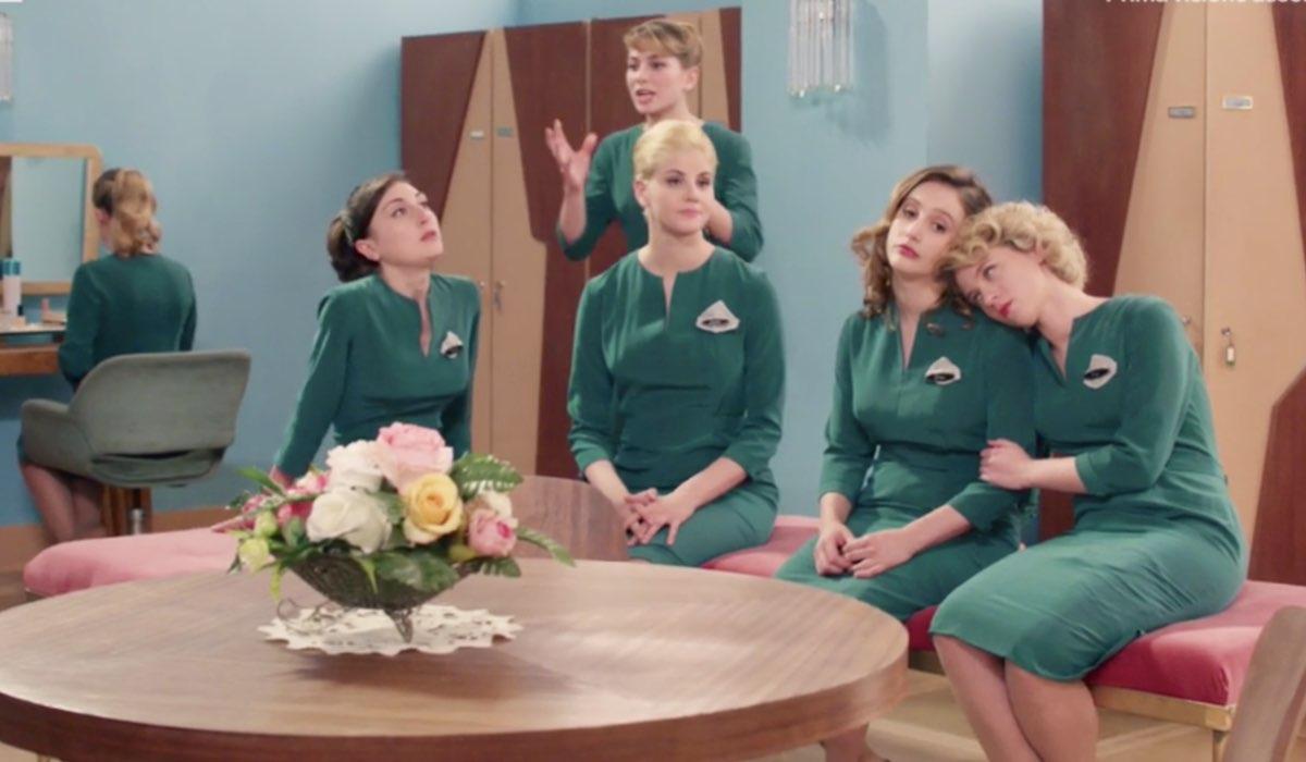 Il Paradiso delle Signore 4 Veneri in spogliatoio mentre ascoltano un'appassionata Roberta nella puntata 135 Credits RAI