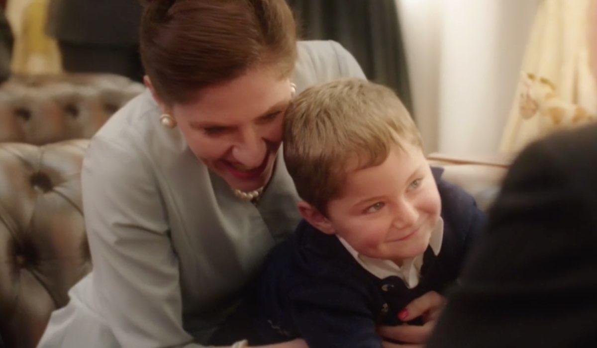 Il Paradiso delle Signore 4 il figlio di Angela Matteo con la madre adottiva nei ricordi di Riccardo nella puntata 135 Credits RAI