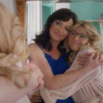 Katherine Heigl e Sarah Chalke sono Tully e Kate in in L'estate in cui imparammo a volare. Credits: Netflix.