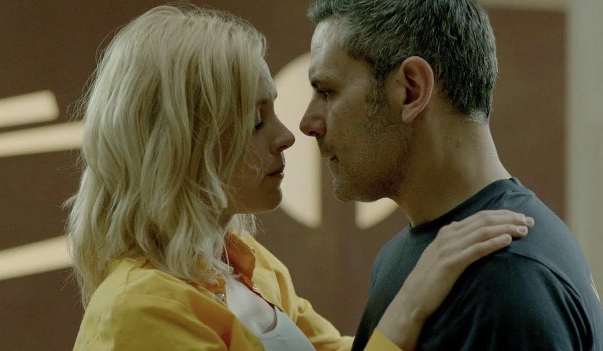 Maggie Civantos e Roberto Enríquez sono Macarena e Fabio in Vis A Vis credits Netflix