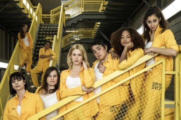 Najwa Nimri, Inma Cuevas, Maggie Civantos, María Isabel Díaz Lago, Berta Vázquez e Alba Flores sono Zulema, Anabel, Macarena, Sole, Rizos e Saray in Vis a Vis credits Netflix