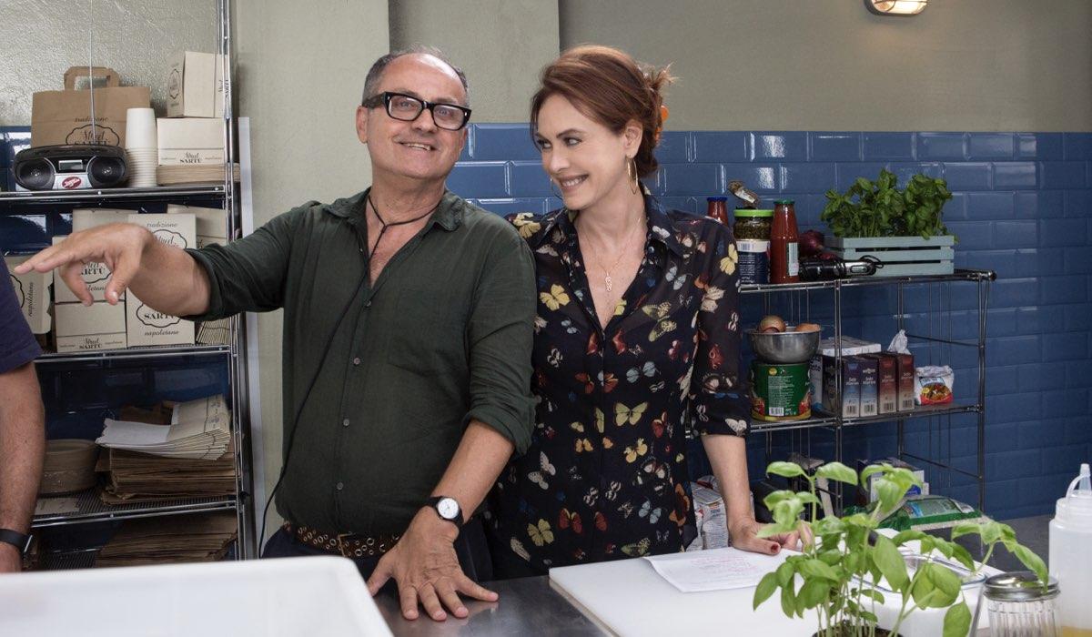 Pappi Corsicato, regista di Vivi e lascia vivere con Elena Sofia Ricci, interprete di Laura nella fiction Credits RAI