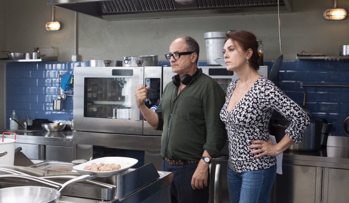 Pappi Corsicato, regista di Vivi e lascia vivere e Elena Sofia Ricci, interprete di Laura nella fiction Credits RAI