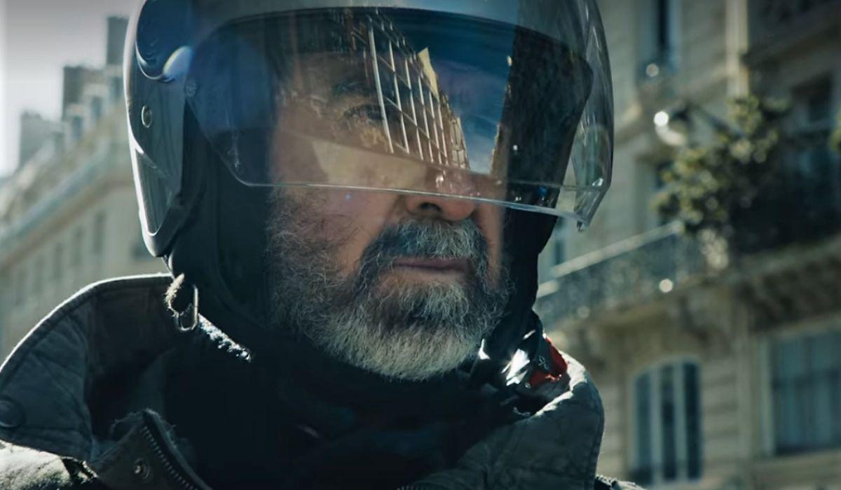 Éric Cantona interpreta Alain in Lavoro a mano armata serie tv Credits Netflix