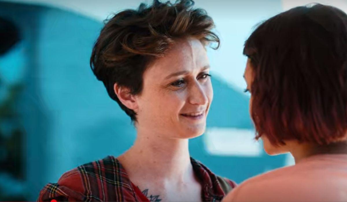 A sinistra Giulia Salvarani è Irene in Summertime serie tv, Credits Netflix