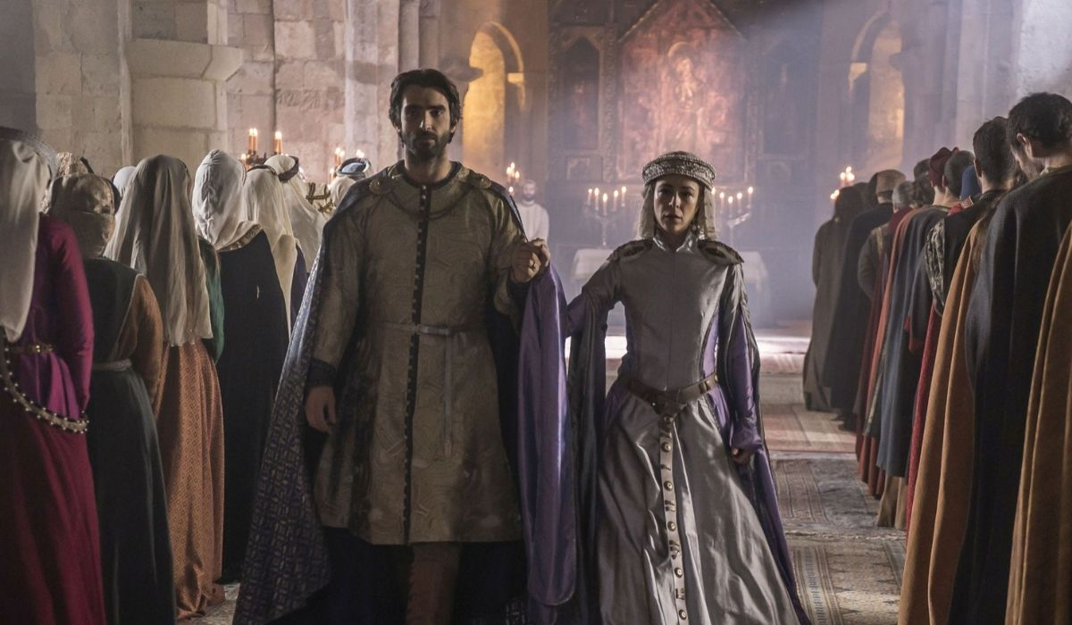 Arnau Estanyol ed Elionor ne La Cattedrale del mare, Credits Endemol e Mediaset