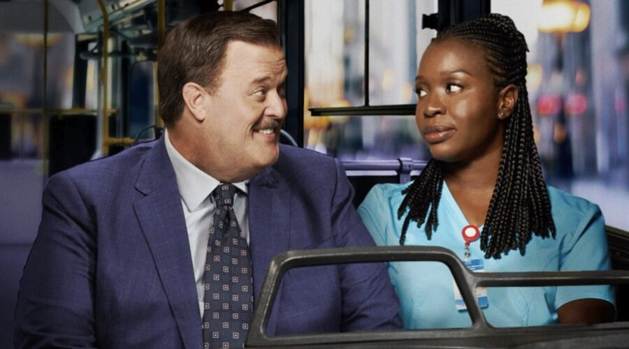 Bob Hearts Abishola locandina con BILLY GARDELL che interpreta BOB E FOLAKE OLOWOFOYEKU che interpreta ABISHOLA Credits foto di Warner Bros Entertainment, Inc e Mediaset