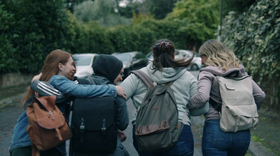 Eva, Sana, Federica e Silvia in SKAM Italia 4. Credits Timvision