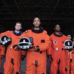 Gli astronauti della Space Force si preparano alla missione. Aaron Epstein per Netflix