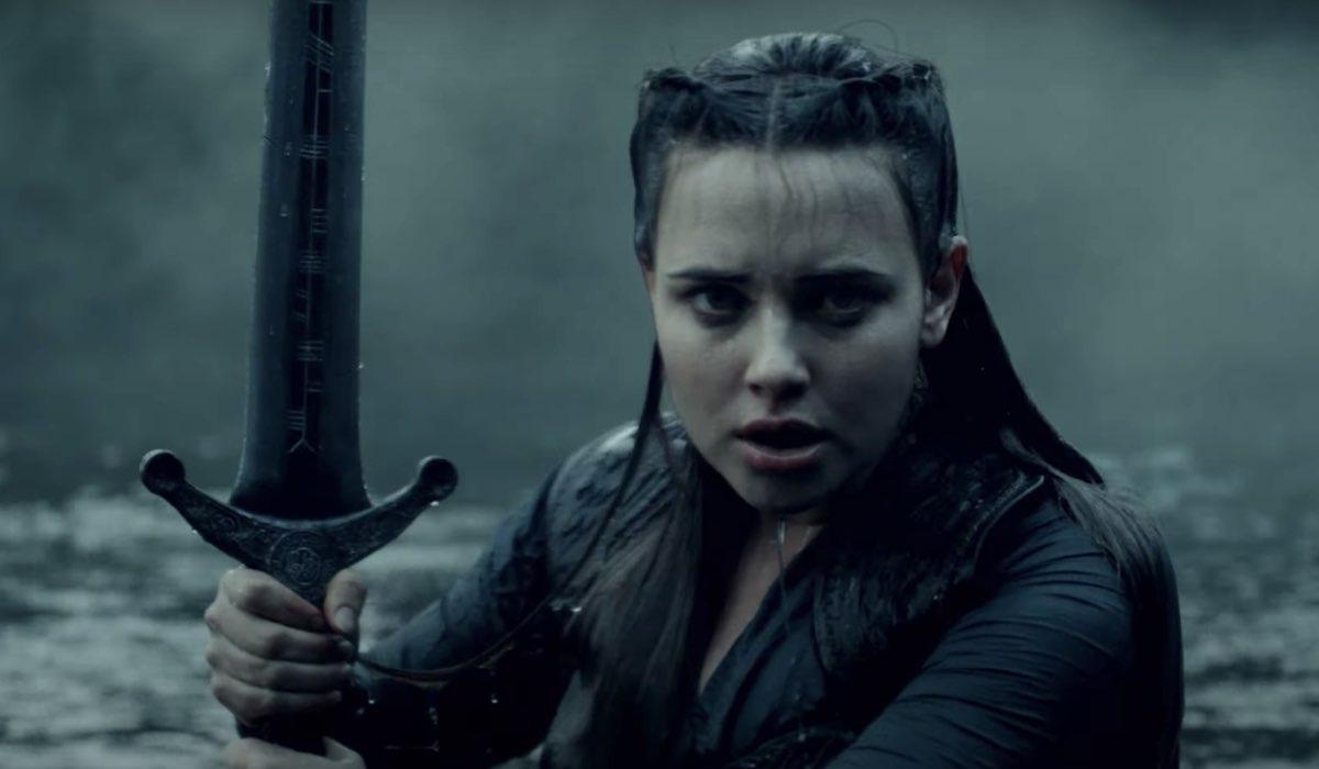 Katherine Langford nei panni di Nimue nel trailer di Cursed Credits Netflix
