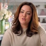 Katy Mixon è Katie in American Housewife serie tv, immagine dal trailer ufficiale Credits ABC