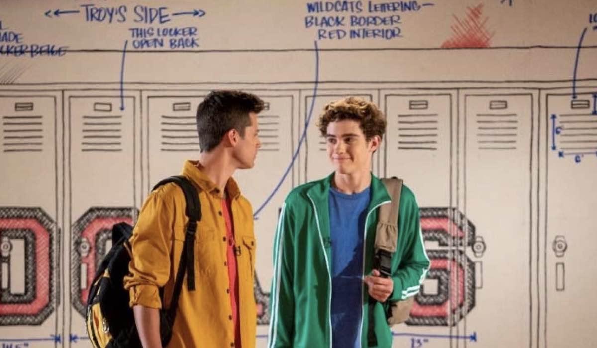 Matt Cornett e Joshua Bassett sono E.J. e Ricky nel nono episodio di High School Musical: Il Musical: La Serie. Credits: Disney+ e Fred Hayes.