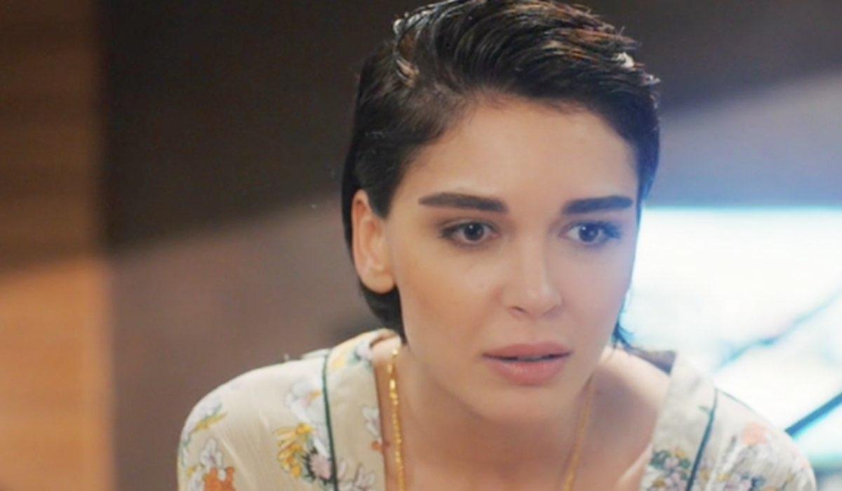 Daydreamer Sevcan Yasar nei panni di Aylin, qui nella seconda puntata Credits Mediaset