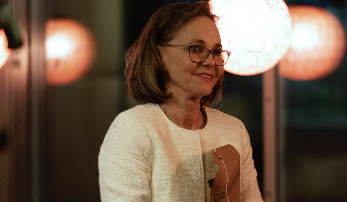 Dispatches From Elsewhere Sally Field interpreta Janice Foster Credits Amazon Prime Video e AMC