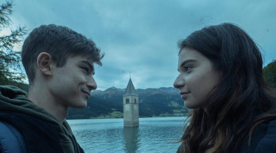 Federico Russo e Margherita Morchio in una scena di Curon Credits Netflix