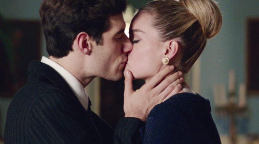 Il Paradiso delle Signore 4 bacio tra Riccardo e Ludovica interpretati da Enrico Oetiker e Giulia Arena, qui nella puntata 75 Credits RAI