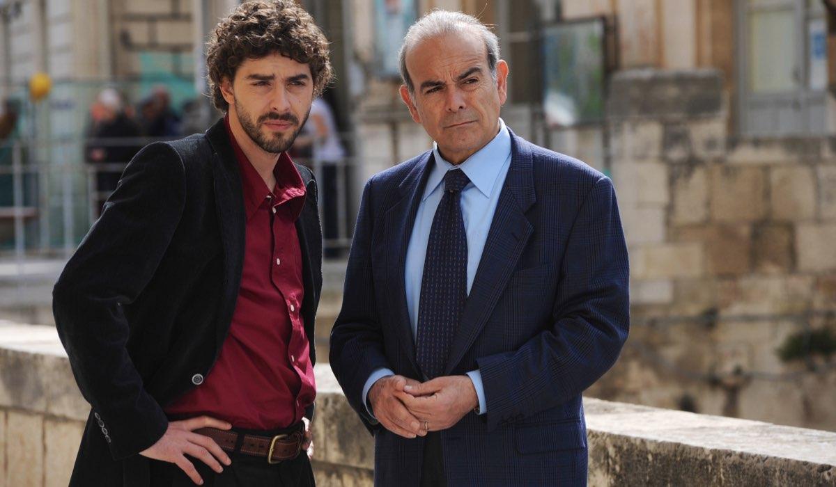 Il giovane Montalbano Michele Riondino interpreta Salvo Montalbano e Andrea Tidona interpreta Carmine Fazio Credits Fabrizio Di Giulio, Palomar e RAI